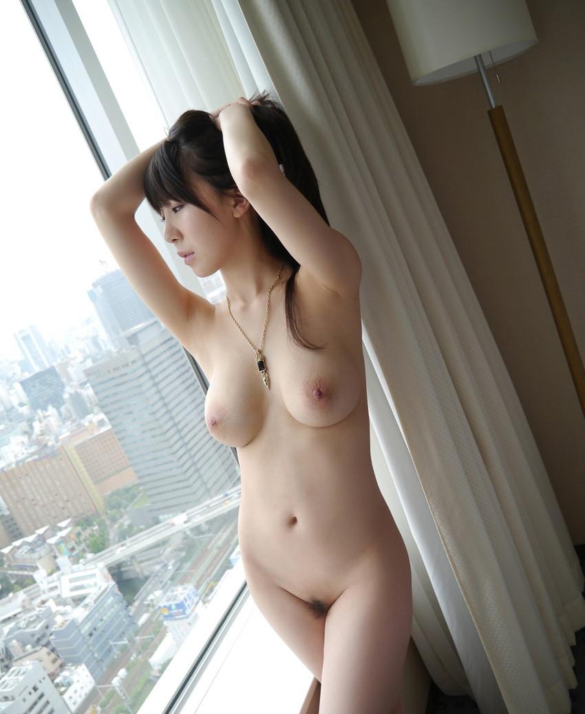 【美乳エロ画像】美しいおっぱいに魅力を感じない男なんているはずないよな!? 11