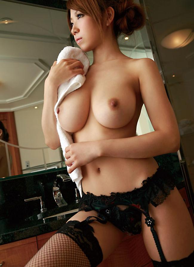 【美乳エロ画像】美しいおっぱいに魅力を感じない男なんているはずないよな!? 22