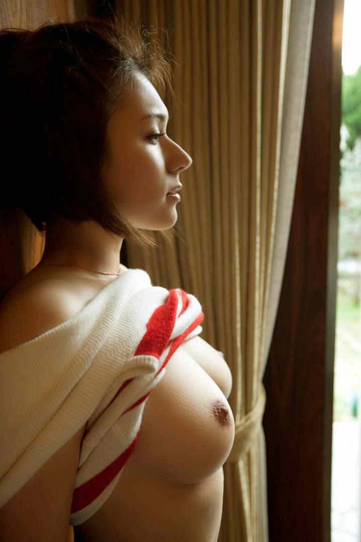 【美乳エロ画像】美しいおっぱいに魅力を感じない男なんているはずないよな!? 26