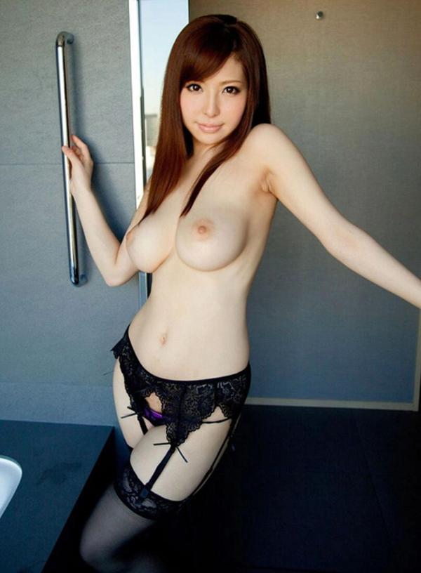 【美乳エロ画像】美しいおっぱいに魅力を感じない男なんているはずないよな!? 39