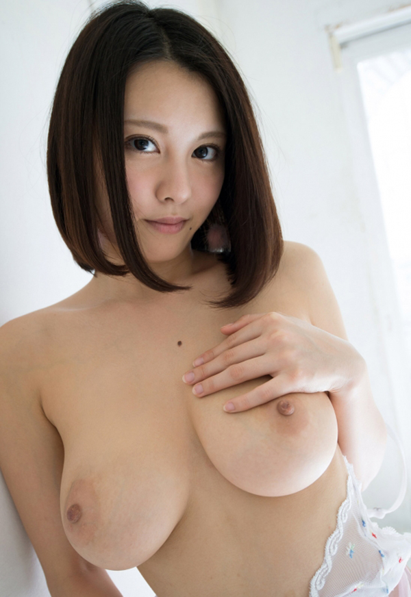 【美乳エロ画像】美しいおっぱいに魅力を感じない男なんているはずないよな!? 41