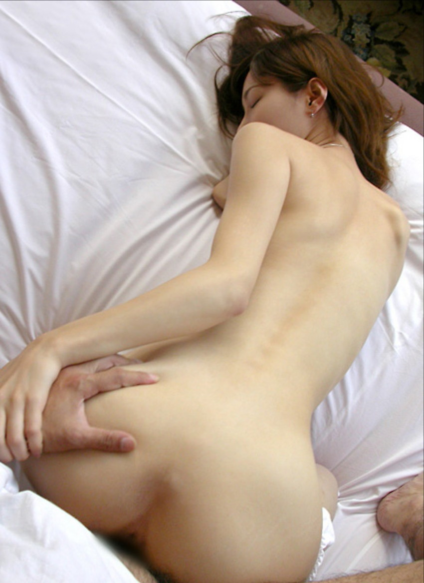 【バックエロ画像】後ろから挿入されて全身で快感を受け止める女たちのセックス! 32