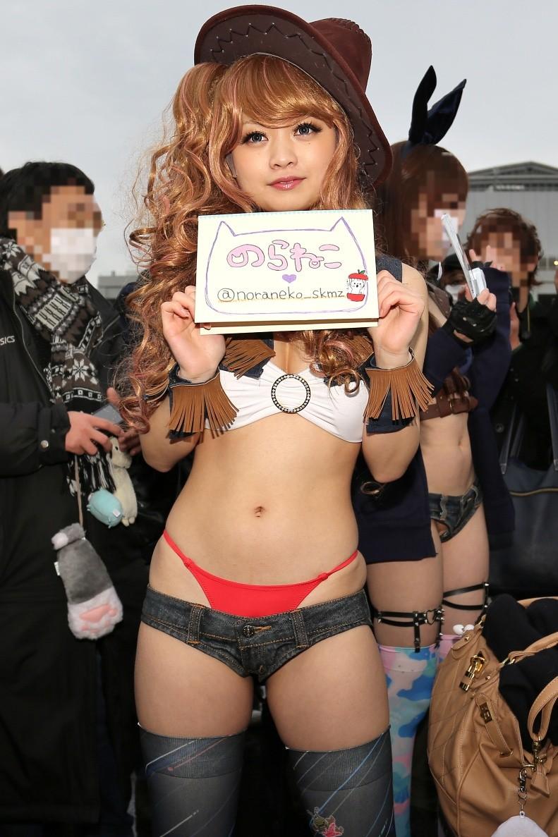 【コミケエロ画像】イベント会場で過激衣装で観衆を魅了するコスプレイヤー! 08