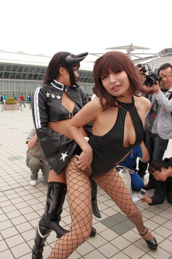 【コミケエロ画像】イベント会場で過激衣装で観衆を魅了するコスプレイヤー! 28