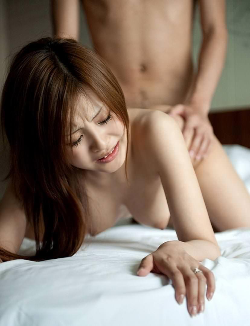 【バックセックスエロ画像】女の子に後ろから挿入して激しく突きつけた結果www 16