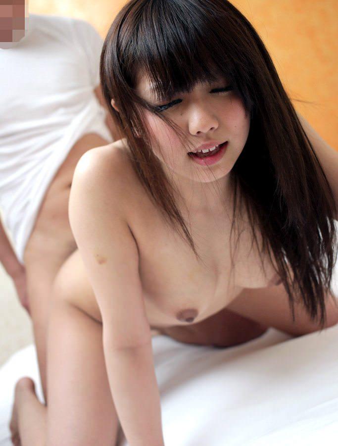 【バックセックスエロ画像】女の子に後ろから挿入して激しく突きつけた結果www 25