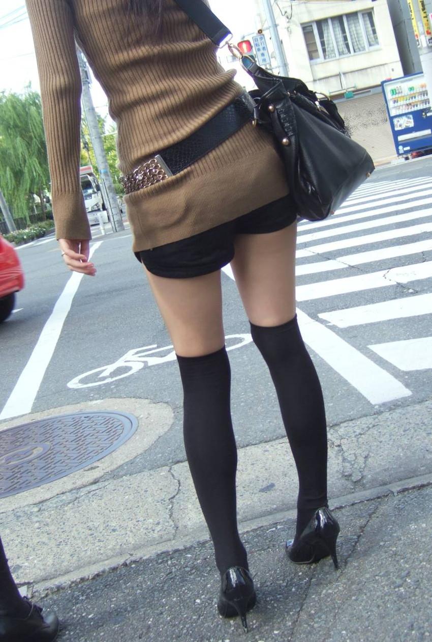 【ホットパンツエロ画像】街中で見かけたホットパンツの女の子を追跡したったww 02