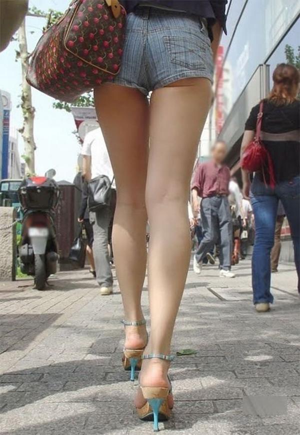 【ホットパンツエロ画像】街中で見かけたホットパンツの女の子を追跡したったww 18
