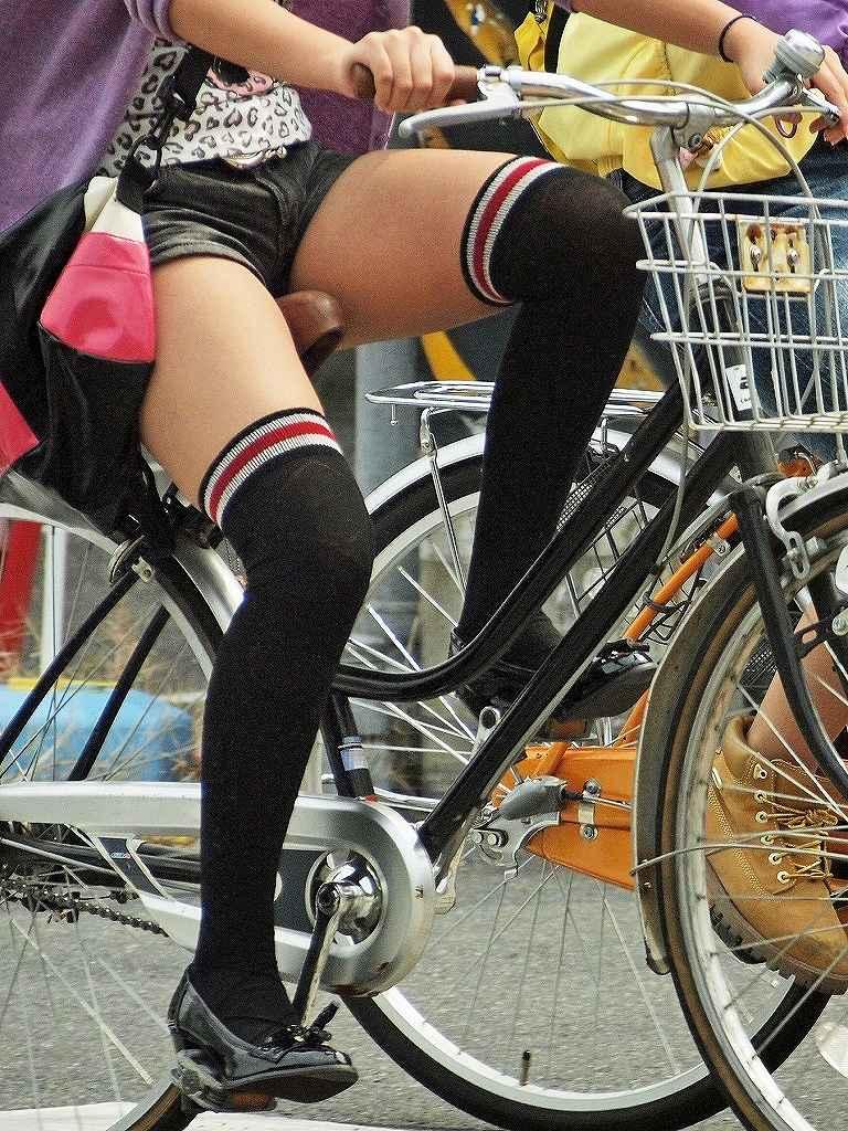 【ホットパンツエロ画像】街中で見かけたホットパンツの女の子を追跡したったww 21
