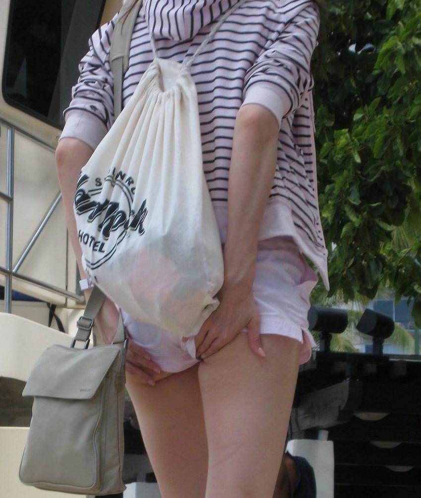 【ホットパンツエロ画像】街中で見かけたホットパンツの女の子を追跡したったww 24