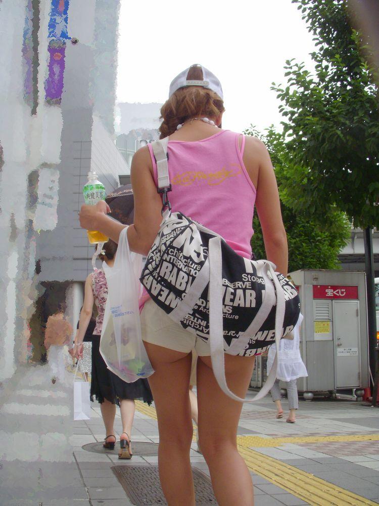 【ホットパンツエロ画像】街中で見かけたホットパンツの女の子を追跡したったww 25