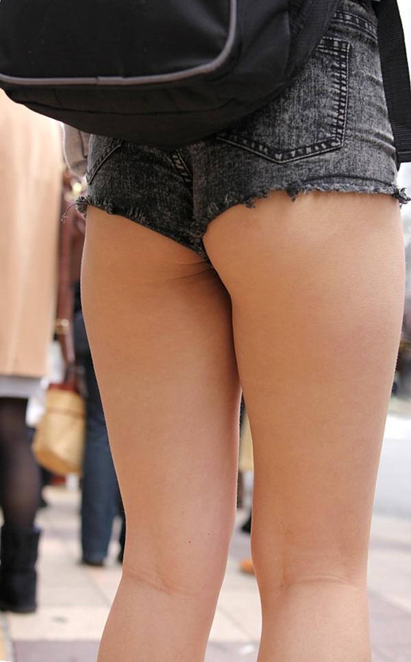 【ホットパンツエロ画像】街中で見かけたホットパンツの女の子を追跡したったww 26