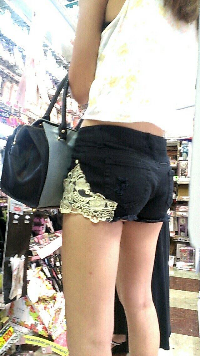 【ホットパンツエロ画像】街中で見かけたホットパンツの女の子を追跡したったww 30