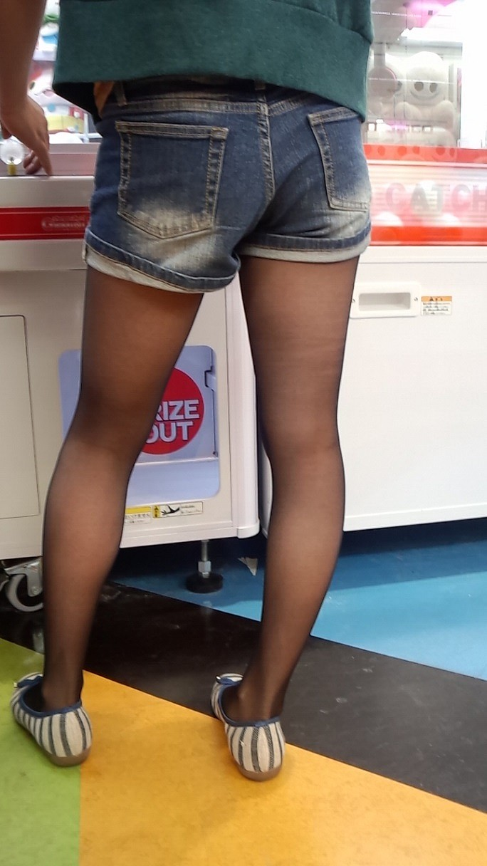 【ホットパンツエロ画像】街中で見かけたホットパンツの女の子を追跡したったww 31