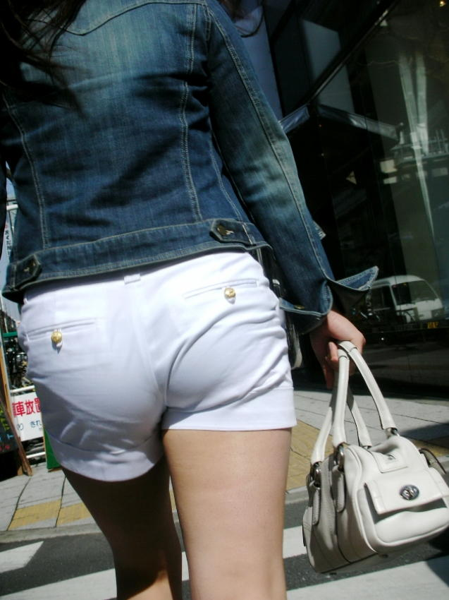 【ホットパンツエロ画像】街中で見かけたホットパンツの女の子を追跡したったww 35