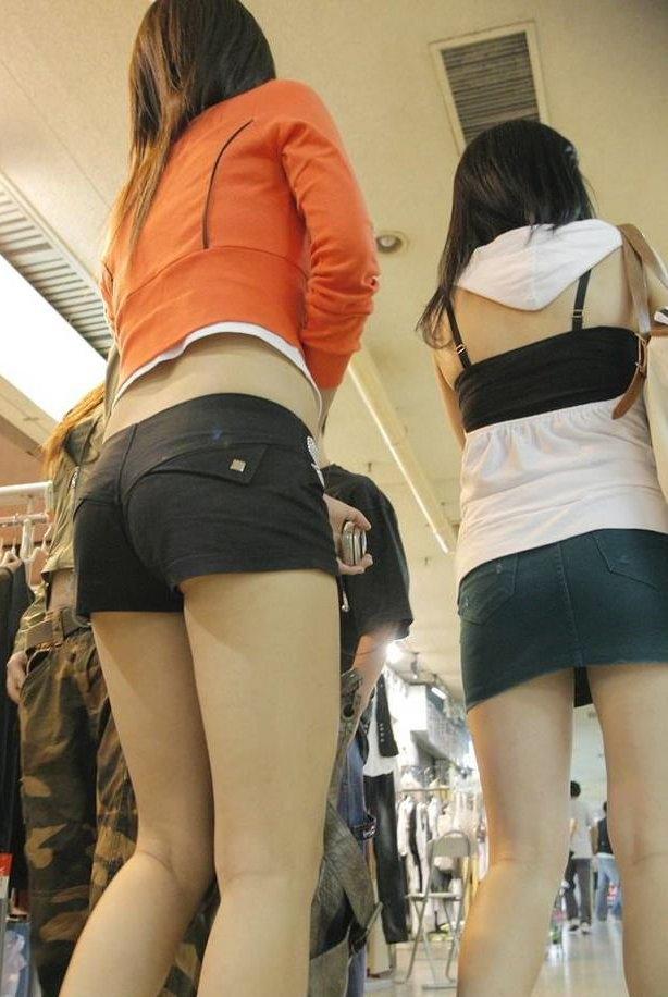 【ホットパンツエロ画像】街中で見かけたホットパンツの女の子を追跡したったww 39