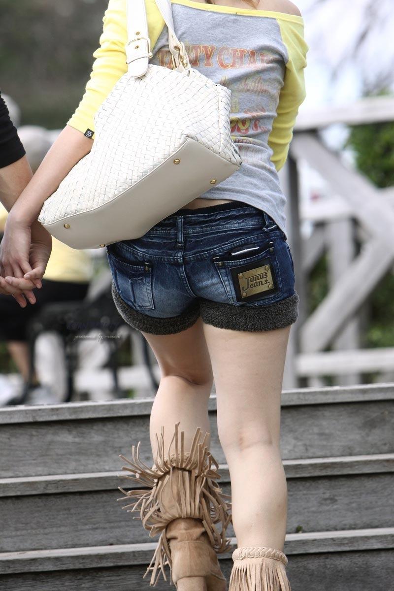 【ホットパンツエロ画像】街中で見かけたホットパンツの女の子を追跡したったww 43