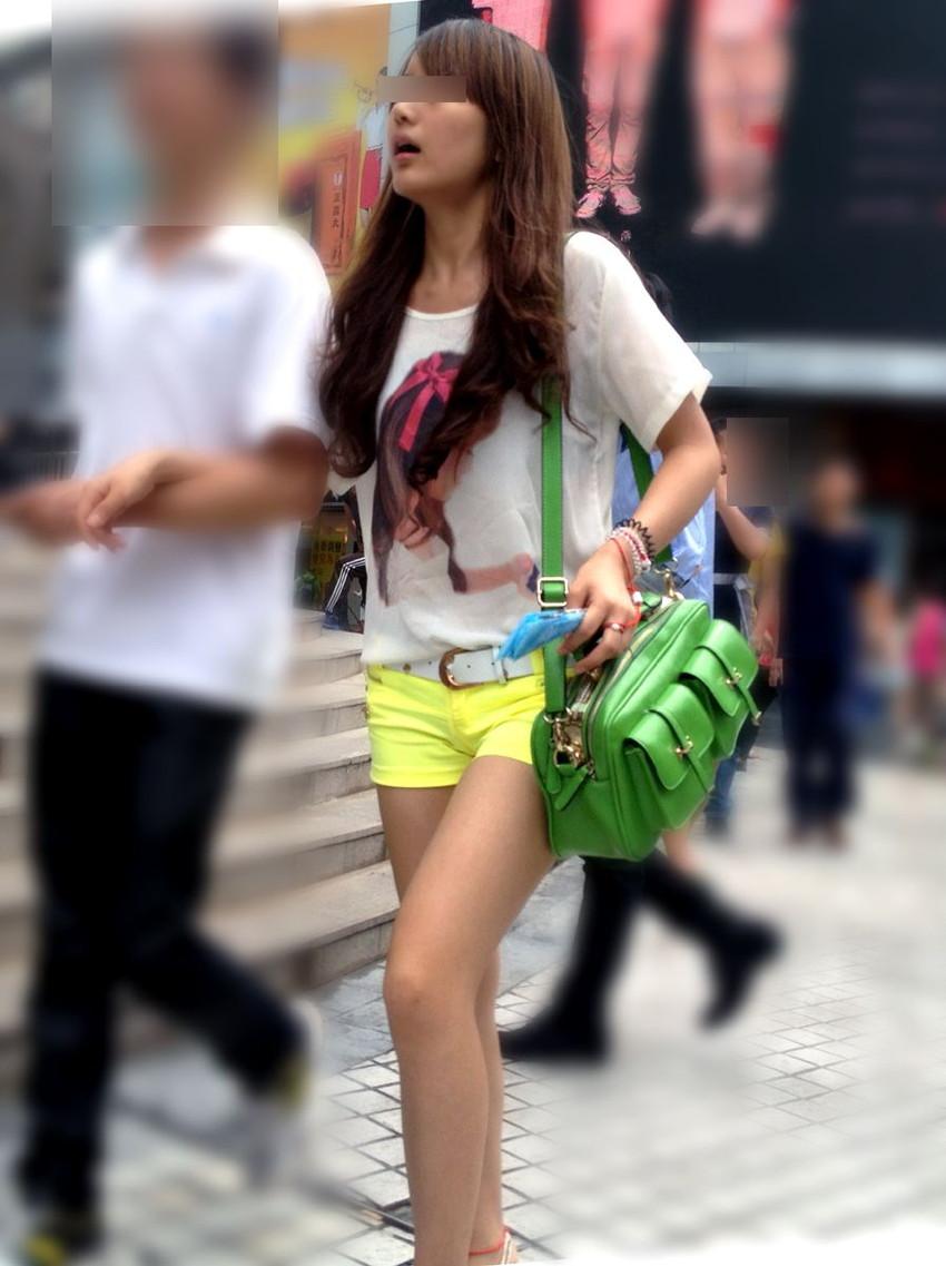 【ホットパンツエロ画像】街中で見かけたホットパンツの女の子を追跡したったww 44