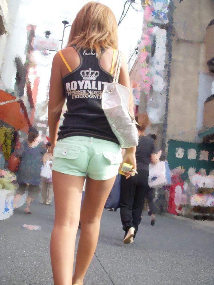 【ホットパンツエロ画像】街中で見かけたホットパンツの女の子を追跡したったww 48