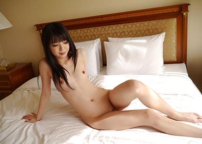 【ちっぱいエロ画像】存在感は薄いが愛でるに値するかわいらしいちっぱい女子!