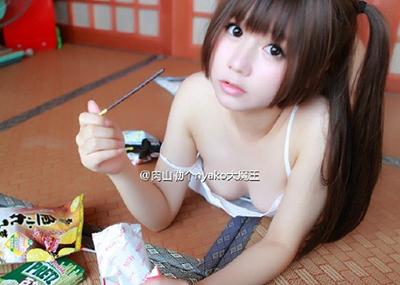 肉山勒个nyako大魔王 とかいう難しい名前の中国人レイヤーがエ□い!童顔で巨乳→露出も激しい。