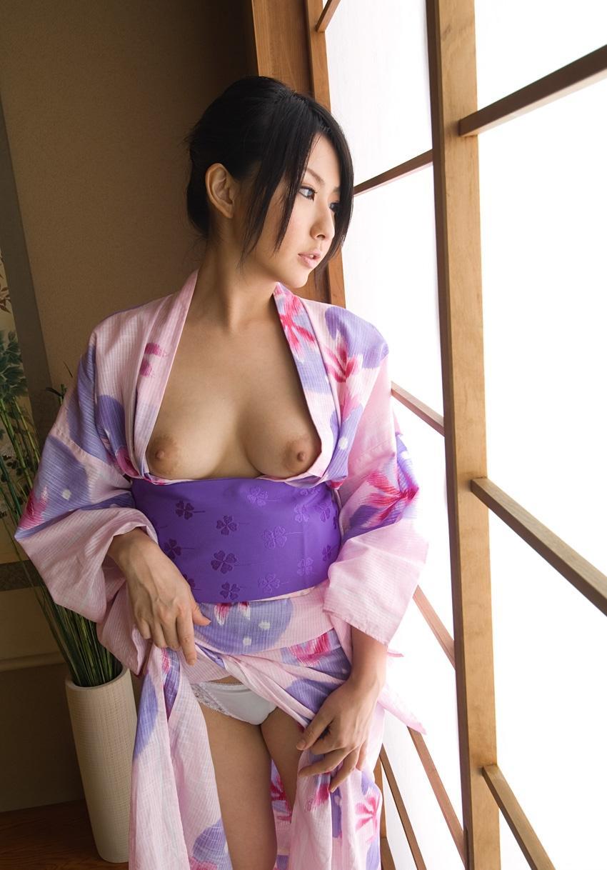 【和服エロ画像】この雰囲気、やっぱり日本人なら和服のエロスに惹かれるよな! 45