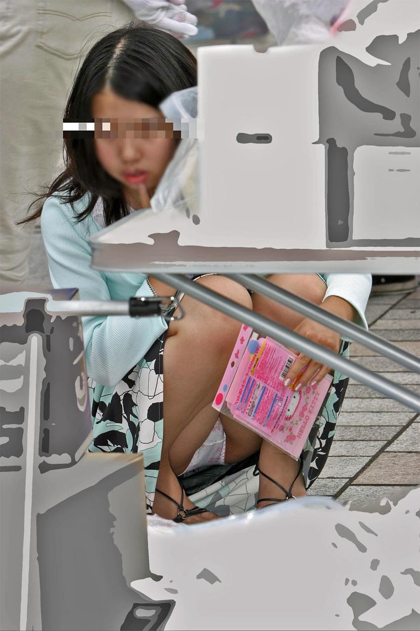 【街撮りパンチラエロ画像】偶然見つけた街中の女の子たちのパンチラがエロい! 08