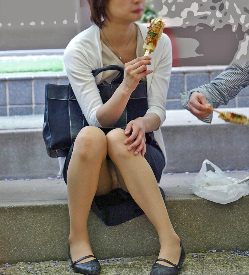 【街撮りパンチラエロ画像】偶然見つけた街中の女の子たちのパンチラがエロい! 11
