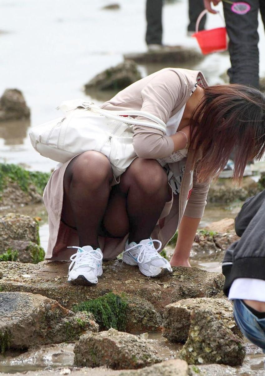 【街撮りパンチラエロ画像】偶然見つけた街中の女の子たちのパンチラがエロい! 14