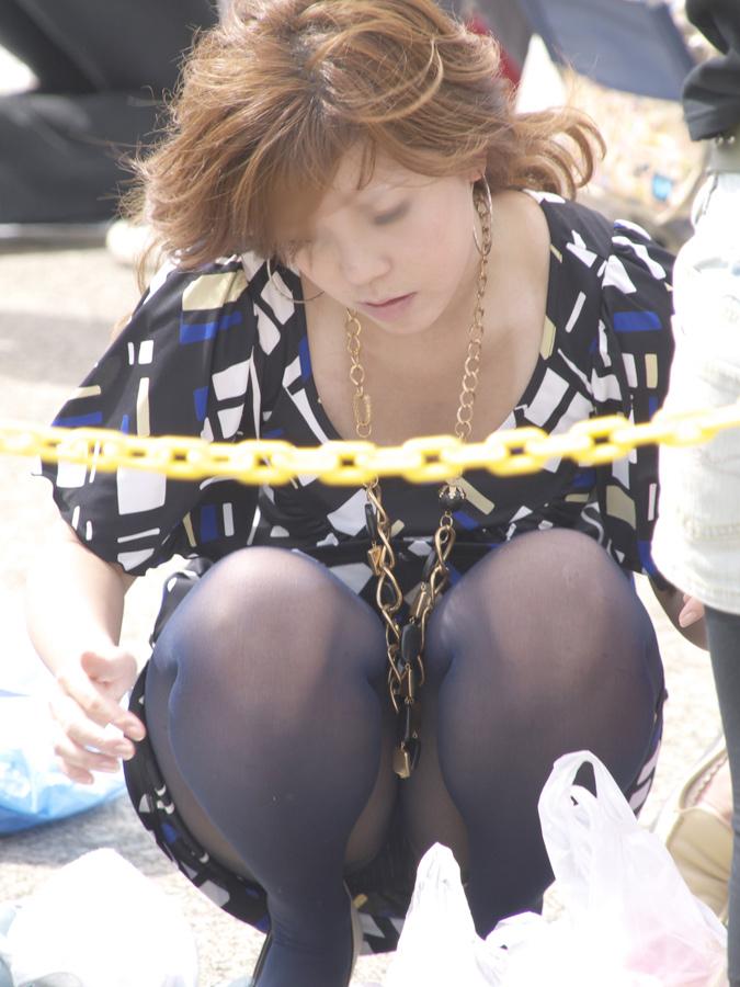 【街撮りパンチラエロ画像】偶然見つけた街中の女の子たちのパンチラがエロい! 25
