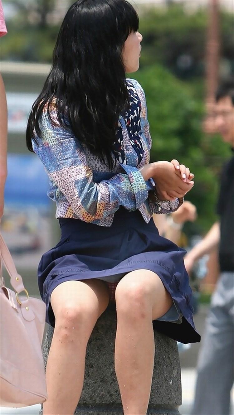 【街撮りパンチラエロ画像】偶然見つけた街中の女の子たちのパンチラがエロい! 26