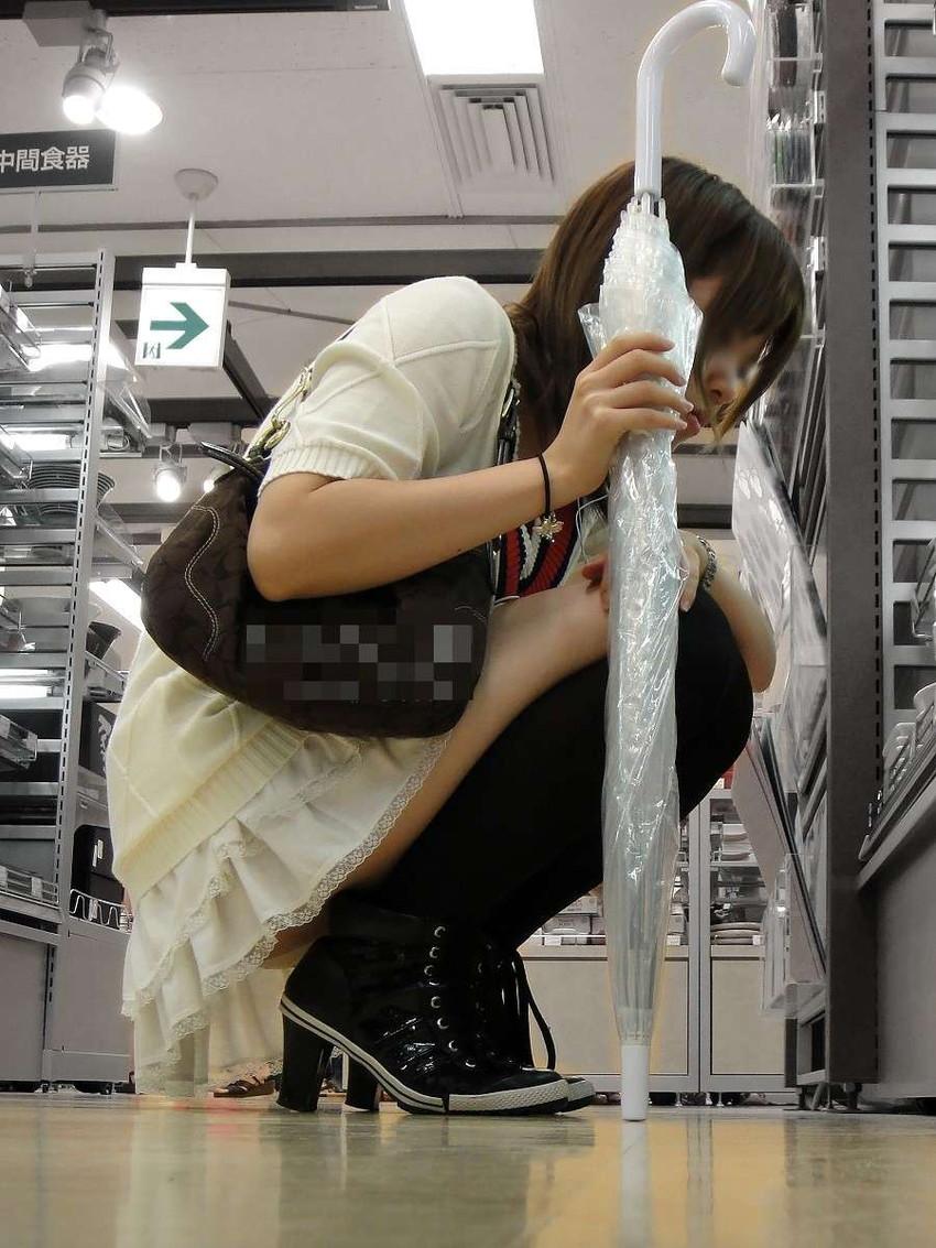 【街撮りパンチラエロ画像】偶然見つけた街中の女の子たちのパンチラがエロい! 29