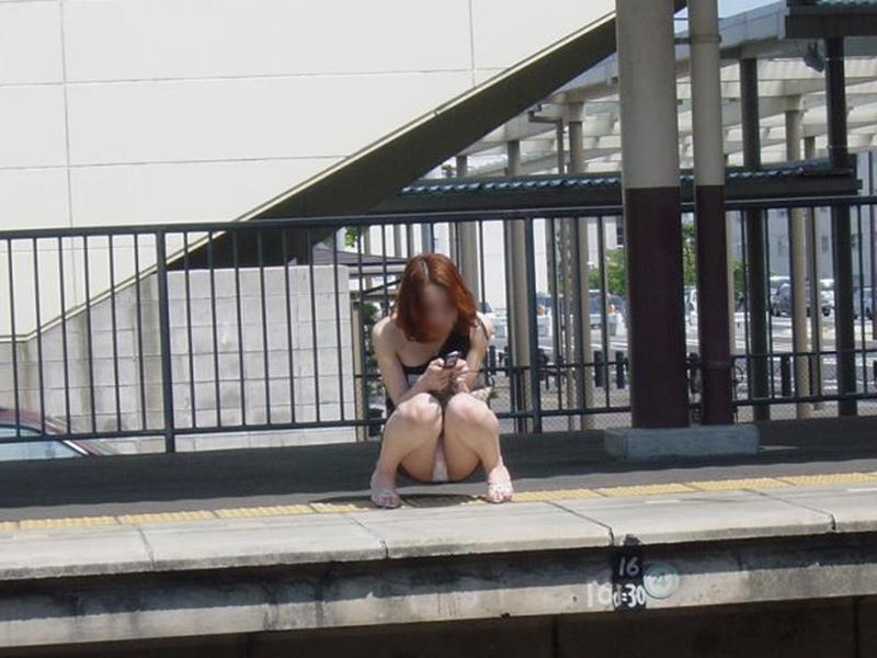 【街撮りパンチラエロ画像】偶然見つけた街中の女の子たちのパンチラがエロい! 34