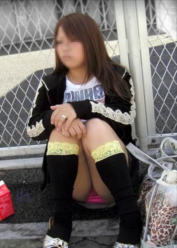 【街撮りパンチラエロ画像】偶然見つけた街中の女の子たちのパンチラがエロい! 36