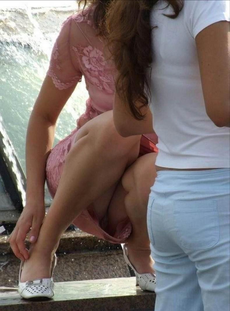 【街撮りパンチラエロ画像】偶然見つけた街中の女の子たちのパンチラがエロい! 37