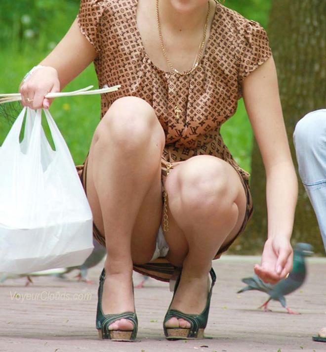 【街撮りパンチラエロ画像】偶然見つけた街中の女の子たちのパンチラがエロい! 43