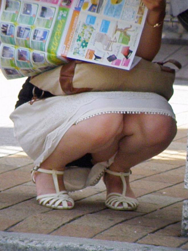 【街撮りパンチラエロ画像】偶然見つけた街中の女の子たちのパンチラがエロい! 46