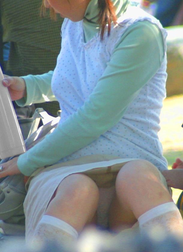 【街撮りパンチラエロ画像】偶然見つけた街中の女の子たちのパンチラがエロい! 48