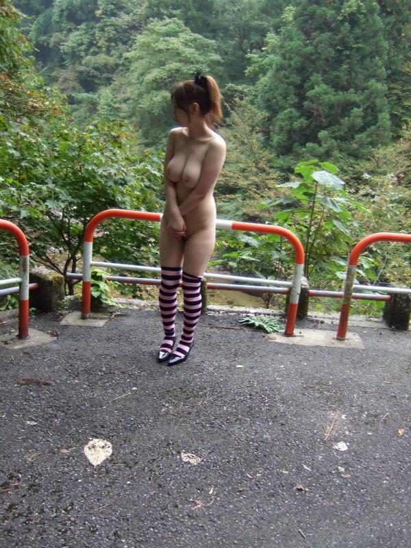 【野外露出エロ画像】実は見せたがりな女の子たちの野外露出!www