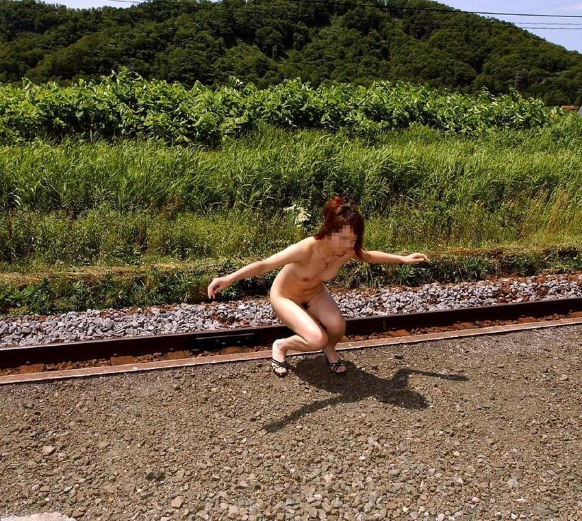 【野外露出エロ画像】実は見せたがりな女の子たちの野外露出!www 08