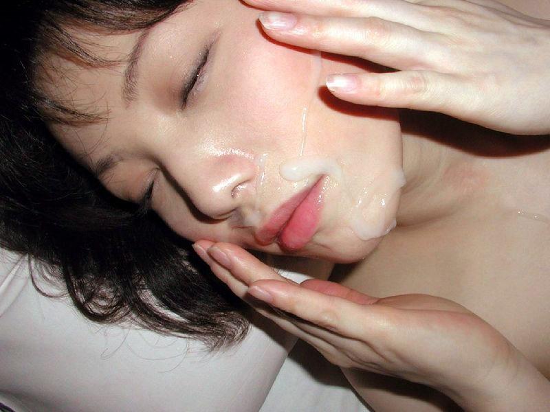 【顔射エロ画像】顔にベットリとかけられたザーメンが卑猥すぎ!www 51