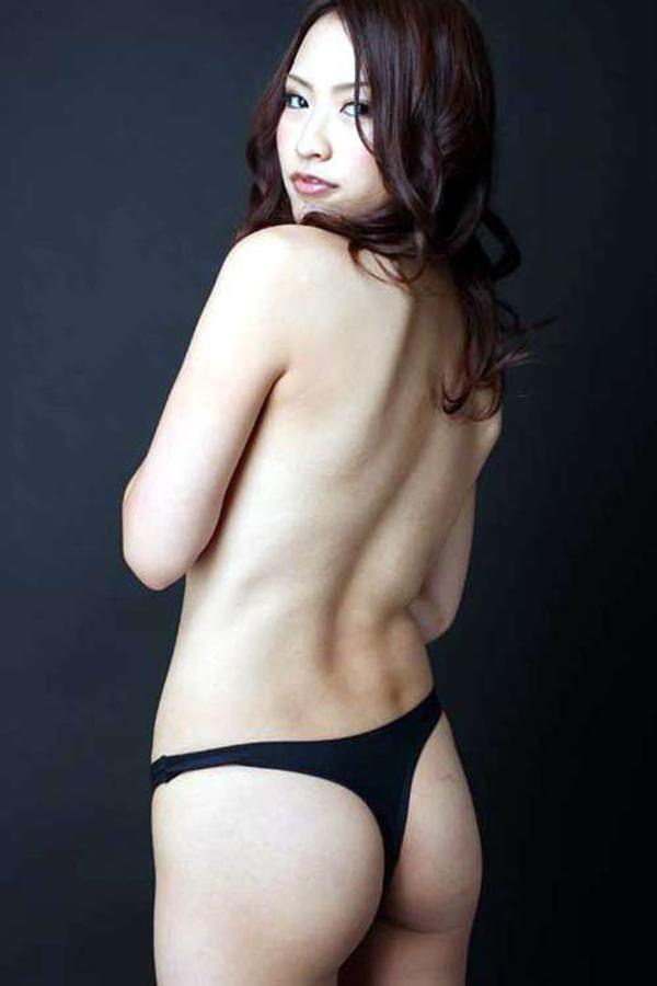 【Tバックエロ画像】Tバックに彩られた女の子のお尻がセクシー!wwww 09