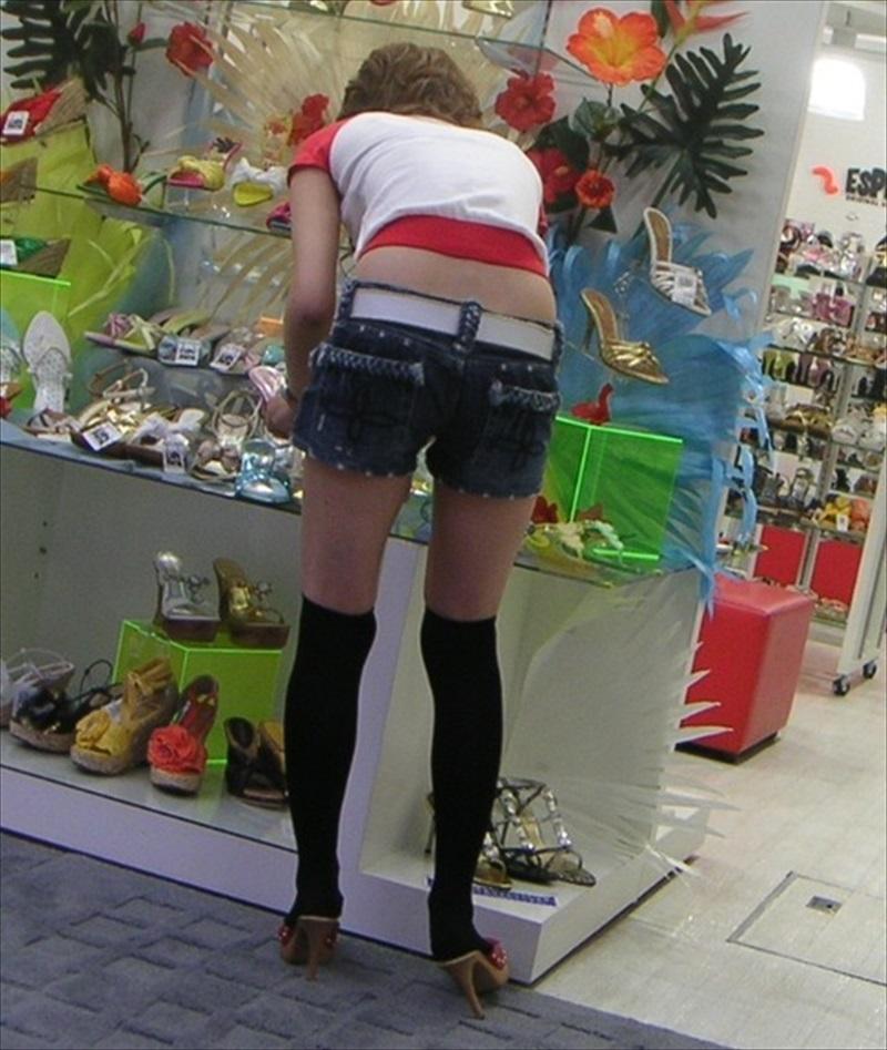 【ホットパンツエロ画像】ついついストーキングしてしまいそうなホットパンツ女子ww