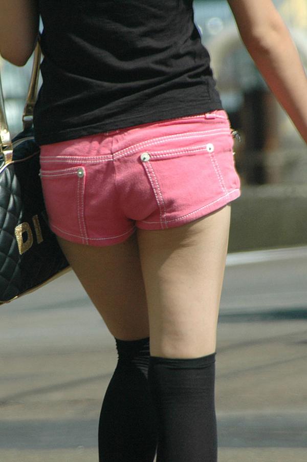 【ホットパンツエロ画像】ついついストーキングしてしまいそうなホットパンツ女子ww 07