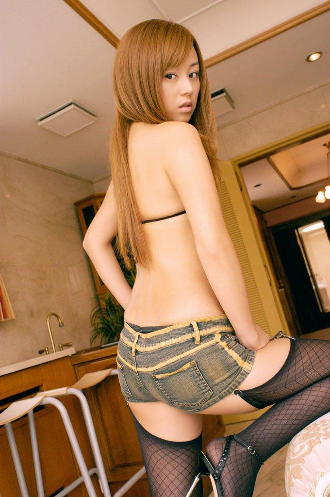【ホットパンツエロ画像】ついついストーキングしてしまいそうなホットパンツ女子ww 22