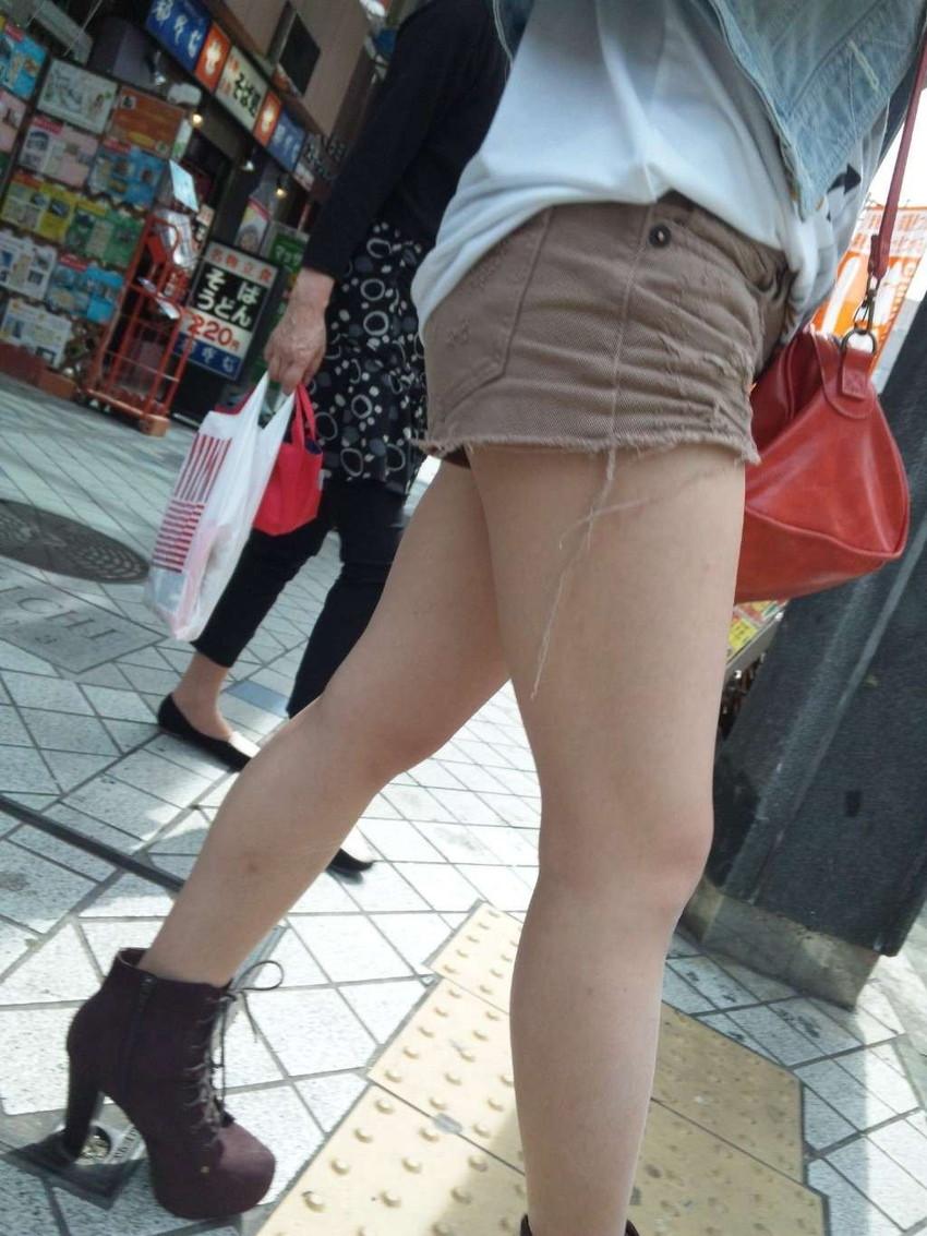 【ホットパンツエロ画像】ついついストーキングしてしまいそうなホットパンツ女子ww 42