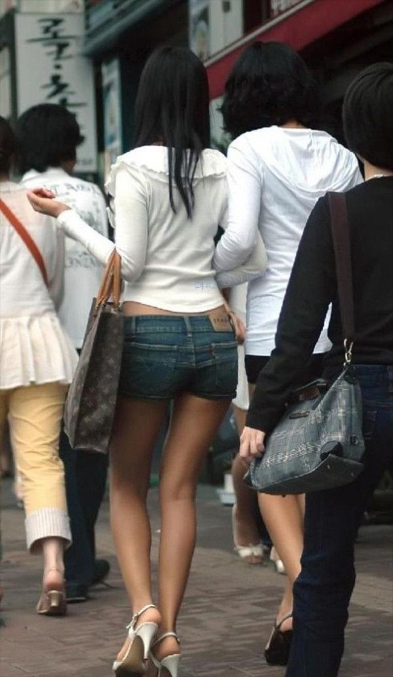 【ホットパンツエロ画像】ついついストーキングしてしまいそうなホットパンツ女子ww 44
