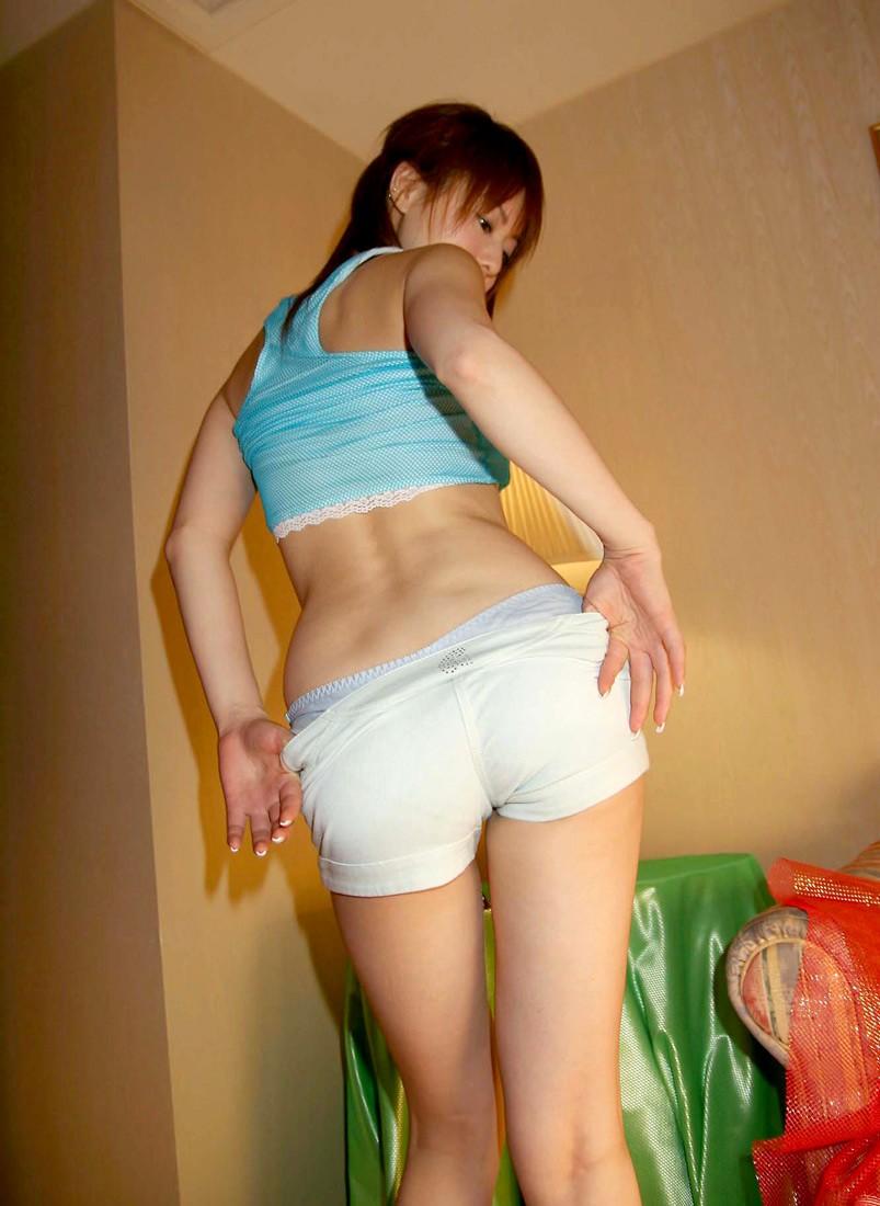 【ホットパンツエロ画像】ついついストーキングしてしまいそうなホットパンツ女子ww 45