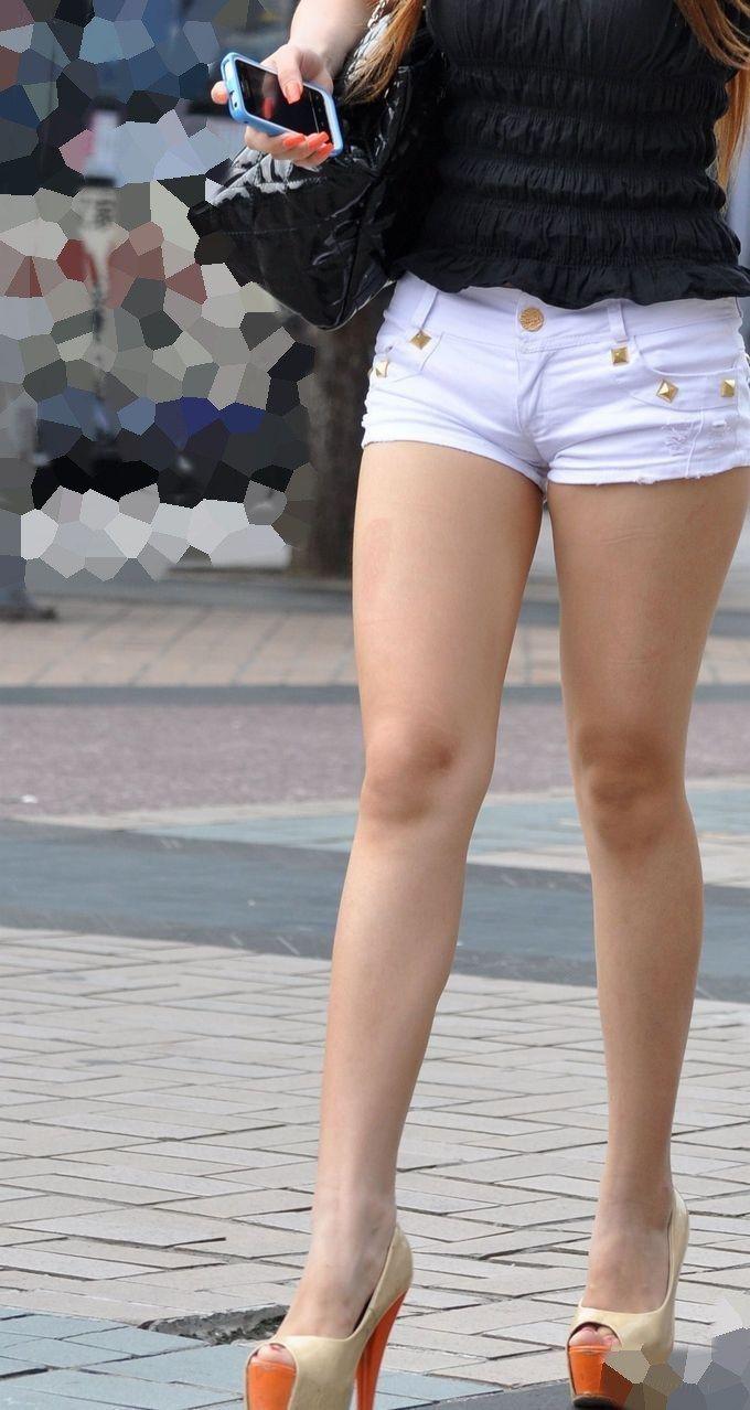 【ホットパンツエロ画像】ついついストーキングしてしまいそうなホットパンツ女子ww 46