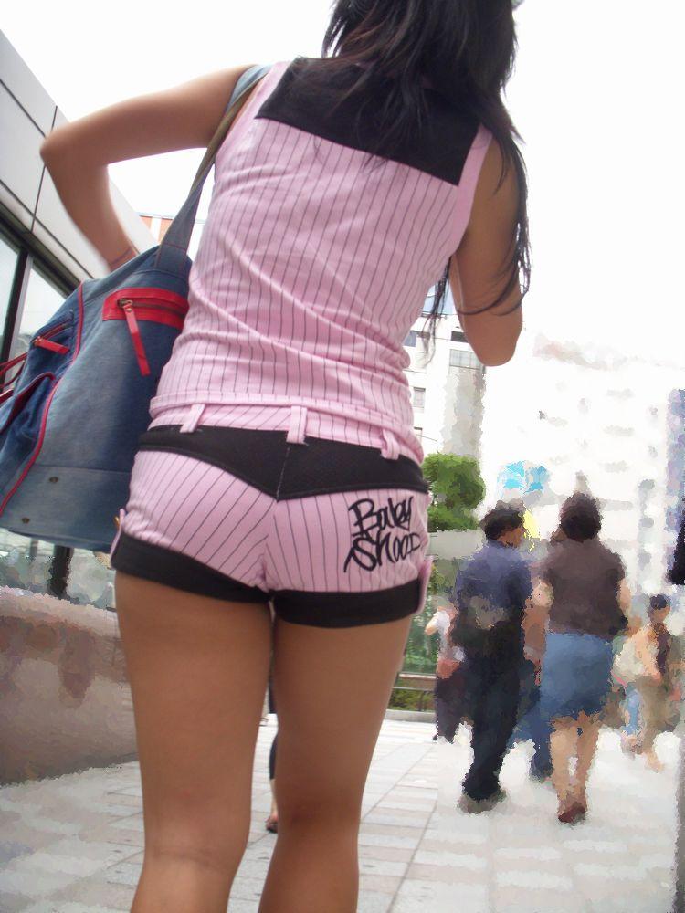 【ホットパンツエロ画像】ついついストーキングしてしまいそうなホットパンツ女子ww 48